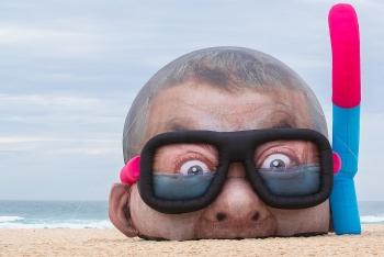 Giật mình với triển lãm ngoài trời trên bờ biển Úc