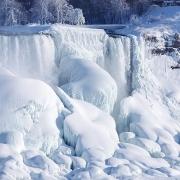 Thác Niagara đống băng vào mùa đông khiến bất cứ ai cũng muốn ghé thăm