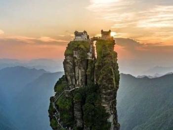 Ngôi chùa nhỏ trên đỉnh núi Fanjing linh thiêng của Trung Quốc