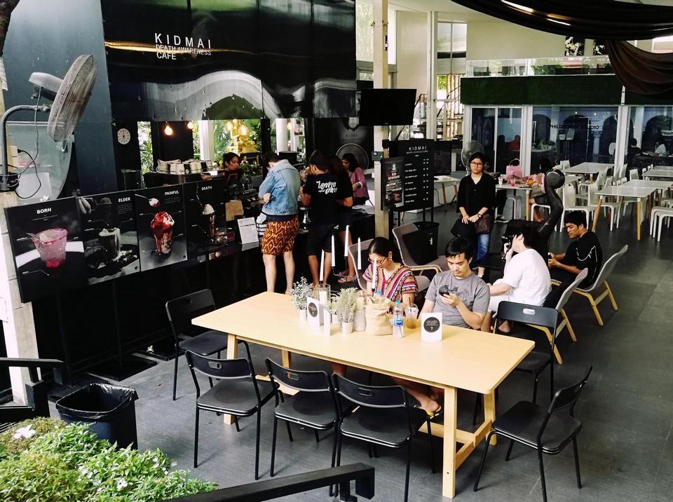 Rợn người quán cà phê