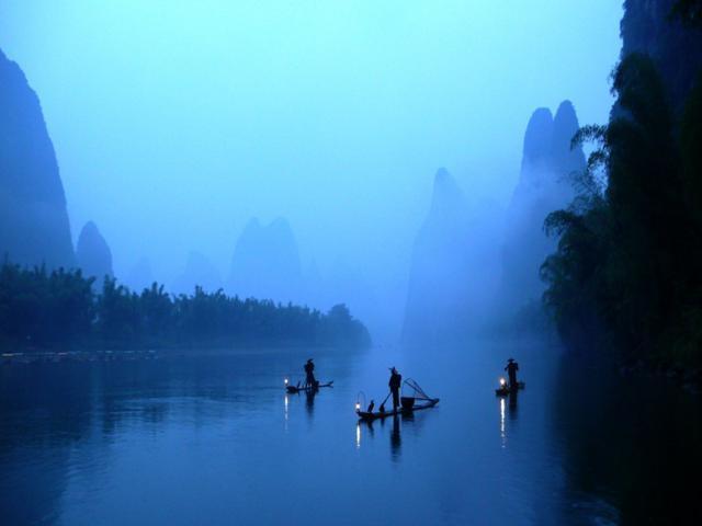 Độc đáo nghệ thuật câu cá trên sông bằng... chim cốc