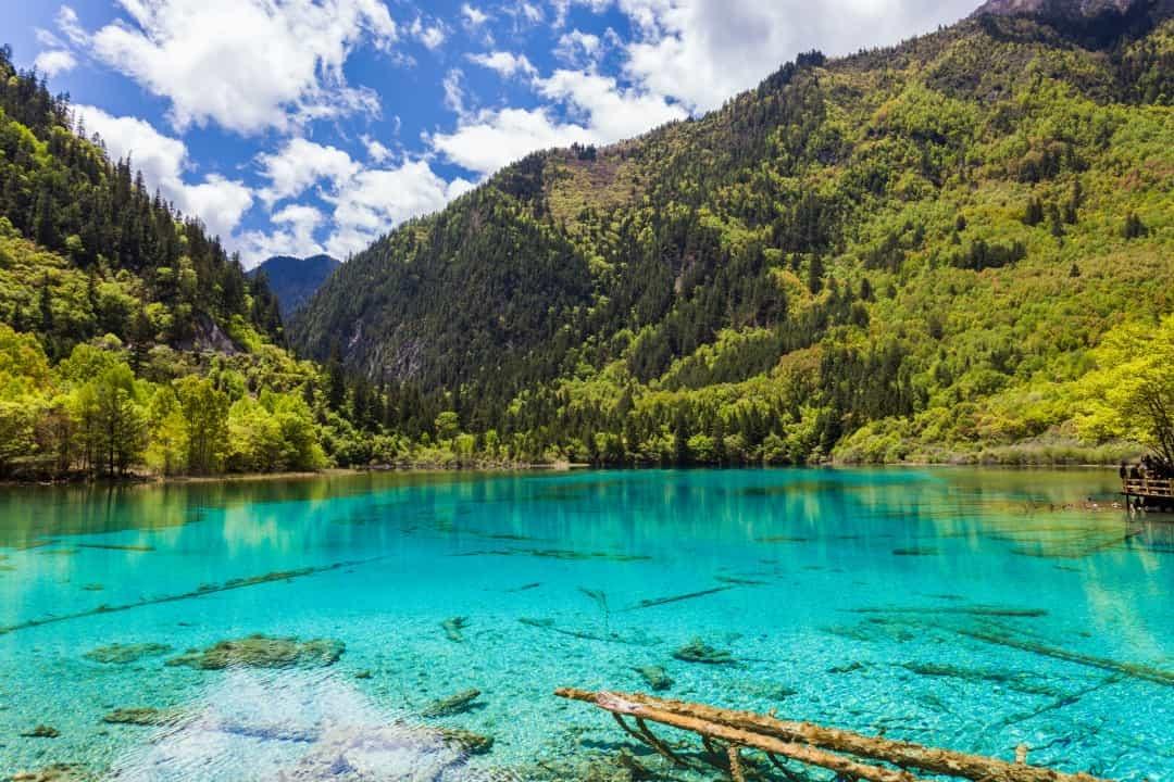 Mê mẩn trước những hồ nước có màu sắc tuyệt đẹp trên thế giới