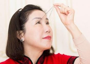 Người phụ nữ lập kỷ lục thế giới với lông mi dài 20cm