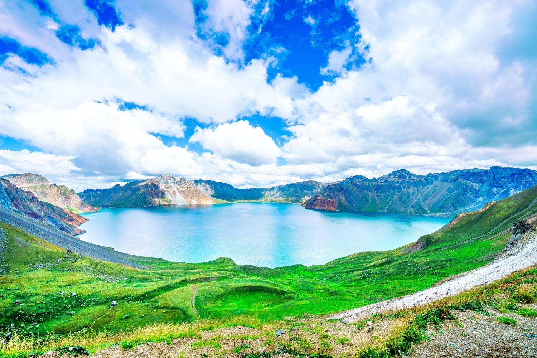 Top 6 hồ nước trên miệng núi lửa đẹp nhất thế giới