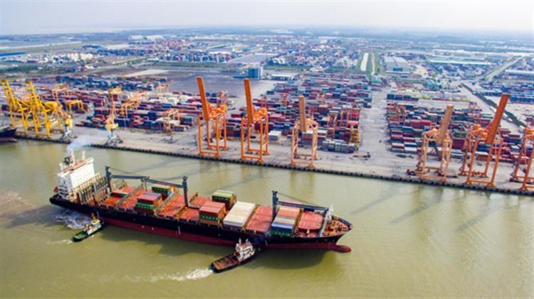 Quá trình phương tiện hành trình trên tuyến đường thủy nội địa phải đi thẳng từ cảng, bến xuất phát đến cảng, bến đích ghi trên giấy phép rời cảng, bến cuối cùng.