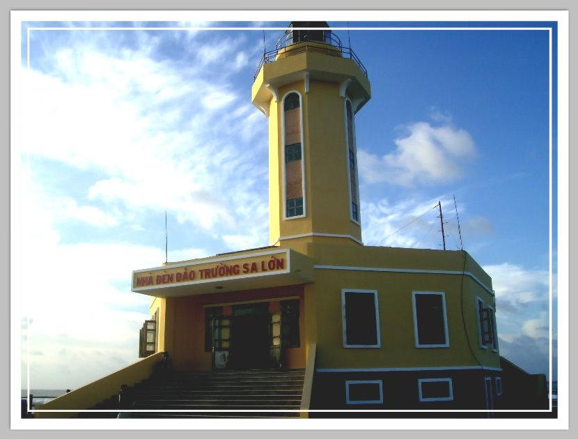 Nhà đèn đảo Trường Sa Lớn. Ảnh: Sưu tầm