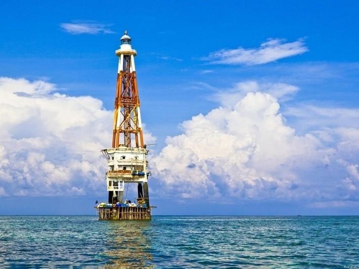 Hải đăng Đá Lát giữa biển khơi - Ảnh: Sưu tầm