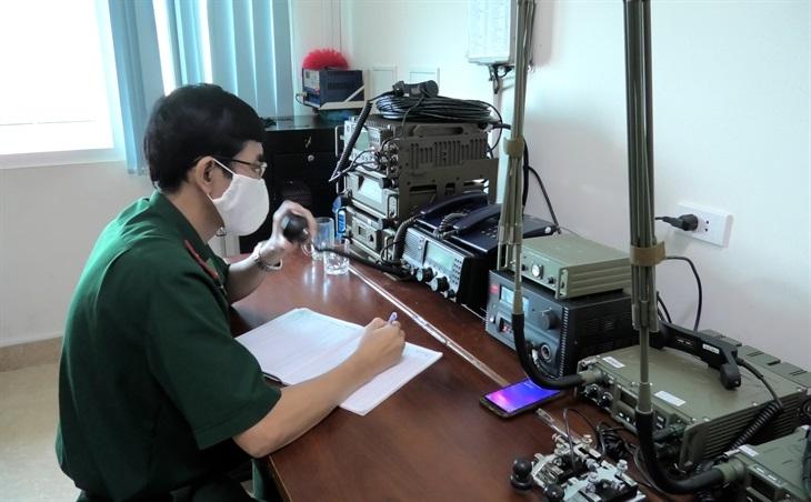 Phòng Tham mưu BĐBP tỉnh Quảng Bình thông báo và kêu gọi tàu thuyền tránh trú bão Conson. Ảnh: Hoài Nam