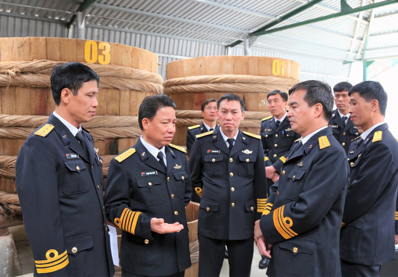Thủ trưởng Tổng Công ty Tân cảng Sài Gòn thăm và kiểm tra hoạt động sản xuất nước mắm tại đơn vị