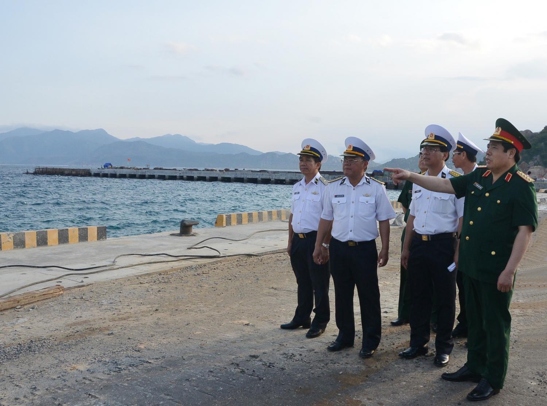 Đại tướng Phùng Quang Thanh thăm, kiểm tra tiến độ xây dựng Nhà máy X52, Cục Kỹ thuật Hải quân, ngày 1/5/2015