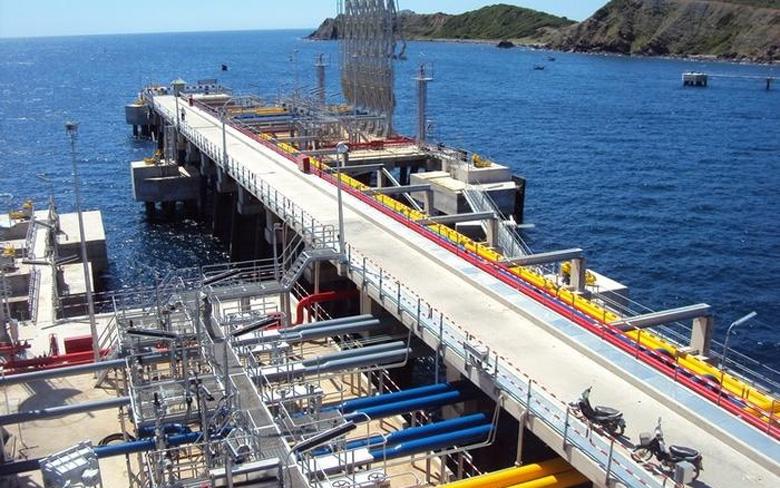 Cảng Vân Phong thuộc khu vực Vịnh Vân Phong, tỉnh Khánh Hòa, là dự án cảng trung chuyển quốc tế lớn nhất Việt Nam