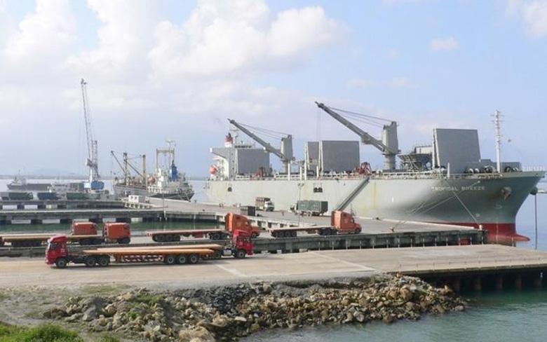 Cảng Chân Mây là cảng biển tổng hợp đầu mối loại 1 của Việt Nam, là một trong 46 cảng biển được Hiệp hội Du thuyền châu Á lựa chọn xây dựng điểm dừng chân cho các du thuyền ở khu vực Đông Nam Á. Với vị trí hàng hải thuận lợi kết nối với Singapore, Philippines và Hong Kong. Thêm vào đó, Cảng Chân Mây nằm ở vị trí trung tâm của Việt Nam, giữa hai đô thị lớn nhất miền Trung (Huế - Đà Nẵng), khu du lịch trọng điểm quốc gia (Cảnh Dương - Lăng Cô - Hải Vân, Vườn quốc gia Bạch Mã), đô thị du lịch quốc gia Huế và là cửa ngõ hướng ra biển Đông gần nhất và thuận lợi nhất đối với các vùng miền khu vực Hành lang kinh tế Đông - Tây (là nơi kết nối miền Trung Việt Nam với Trung Hạ Lào, Đông Bắc Thái Lan, Myanmar).