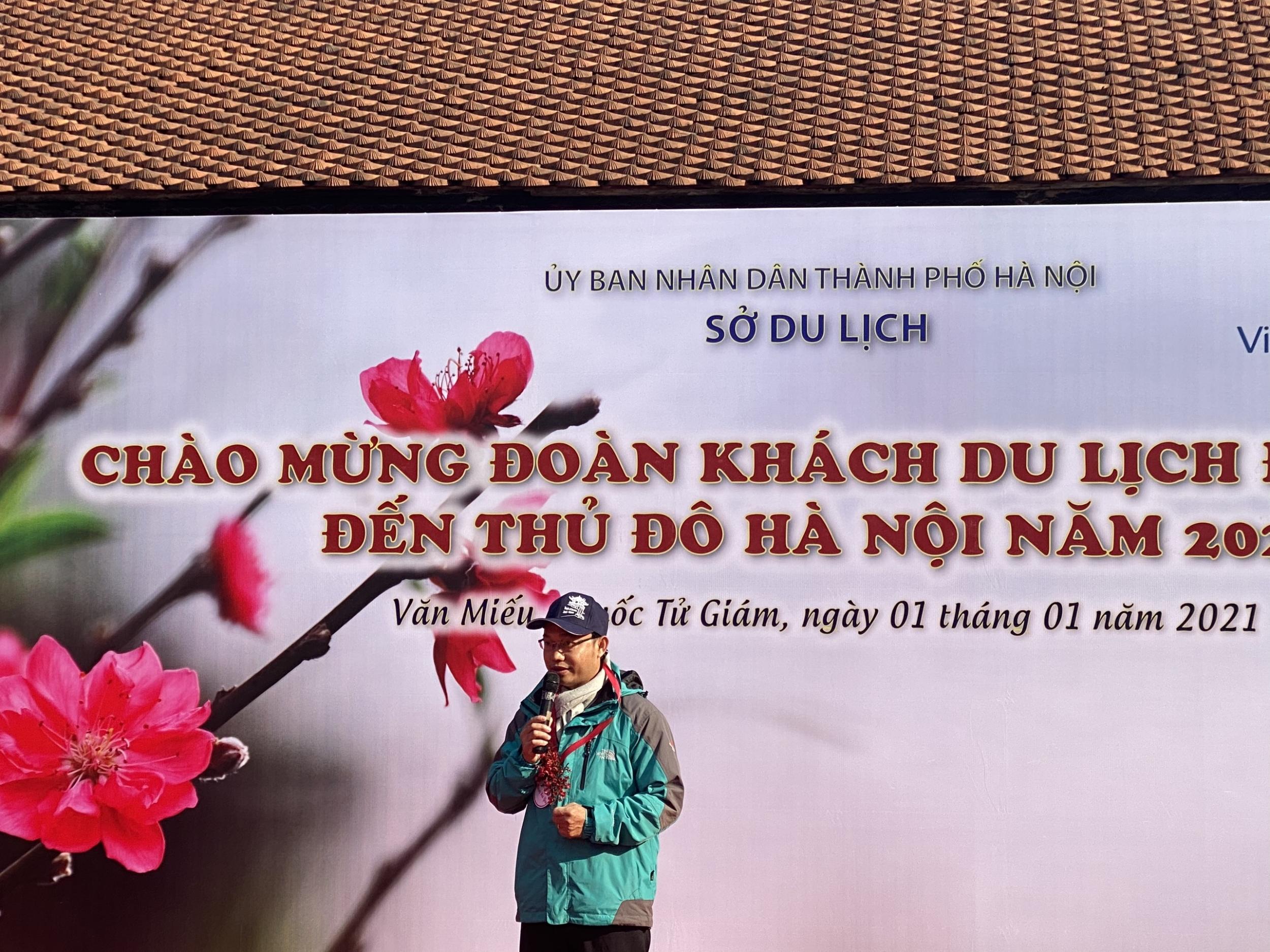 """Hà Nội đón đoàn khách du lịch đầu tiên đến """"xông đất"""" trong năm mới 2021"""