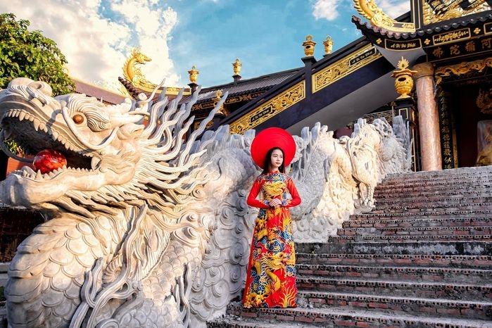 chua kim tien phim truong co trang lam say dam long nguoi