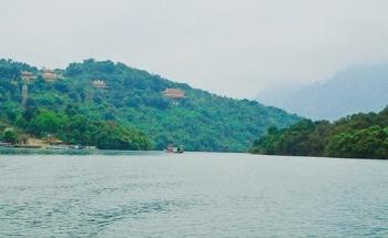 Men sông Truồi thăm Thiền viện Trúc Lâm