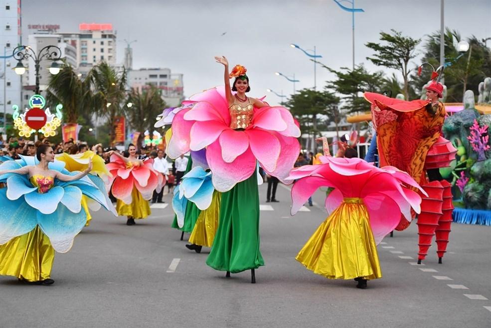 nguoi dan thanh hoa hao huc voi carnival duong pho lan dau tien