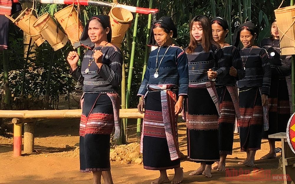 """Đón tháng 4 """"Việt Nam với những sắc màu dân tộc"""" tại Làng Văn hóa - Du lịch"""