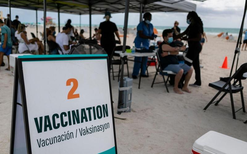 """""""Du lịch tiêm vaccine Covid-19"""": Có phải đòn bẩy du lịch?"""