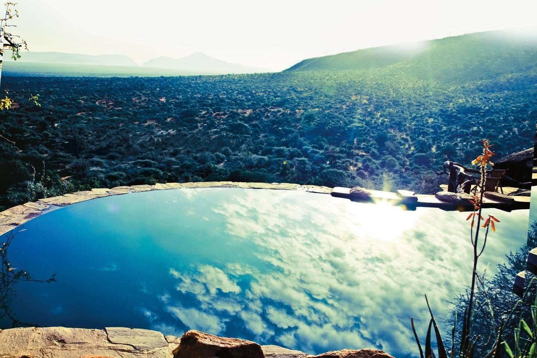 Top những bể bơi sang chảnh, tuyệt vời trên thế giới - 13