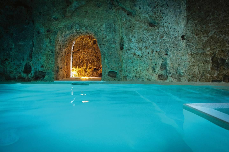 Top những bể bơi sang chảnh, tuyệt vời trên thế giới - 5
