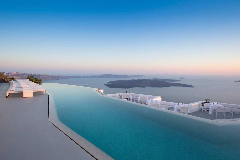 Top những bể bơi sang chảnh, tuyệt vời trên thế giới - 7