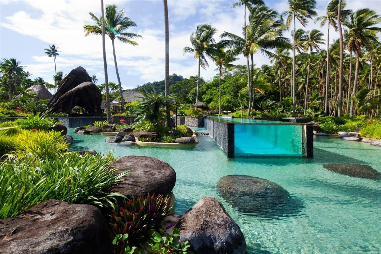 Top những bể bơi sang chảnh, tuyệt vời trên thế giới - 9