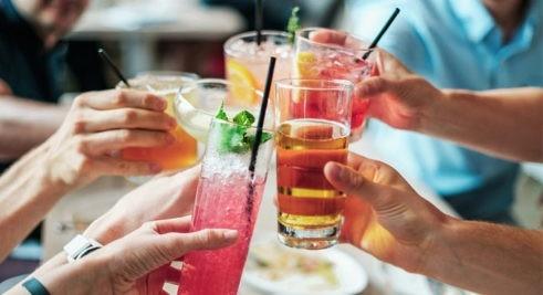 Thức uống chứa đường làm tăng nguy cơ ung thư đại trực tràng ở giới trẻ