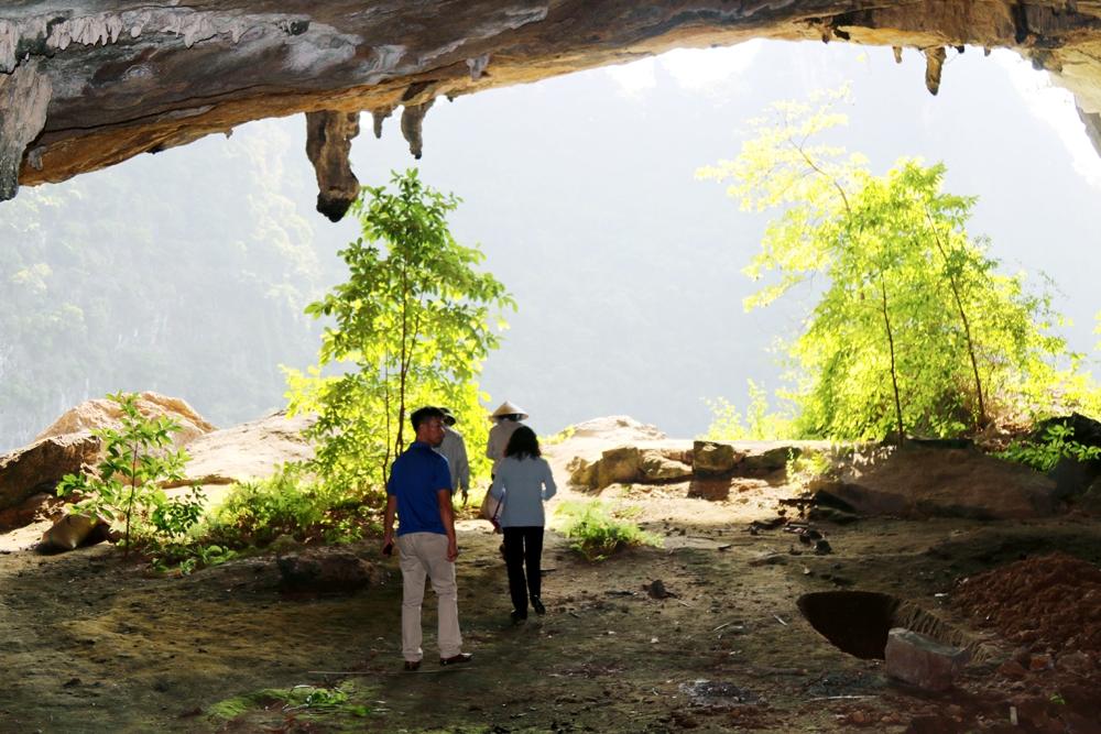 Cảnh đẹp hang Hanh từ góc nhìn phía trong ra ngoài