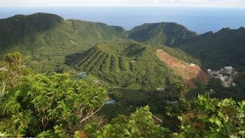 Nhật Bản: Ngôi làng Aogashima kỳ lạ nằm gọn trong miệng núi lửa