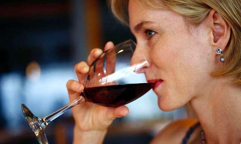 Tại sao uống một hoặc hai ly rượu mỗi ngày có thể tốt cho não?