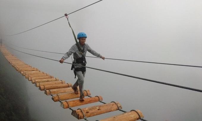 'Hú hồn hú vía' với cầu treo mạo hiểm lưng chừng đèo Ô Quy Hồ