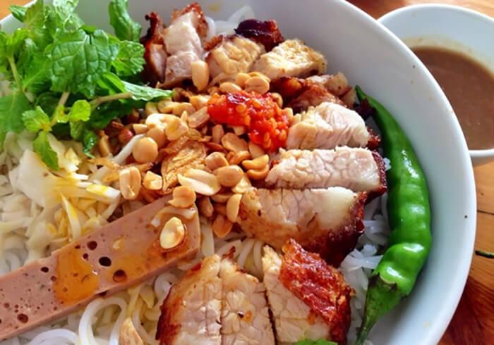 'Giắt túi' trọn bộ cẩm nang khám phá ẩm thực Đà Nẵng