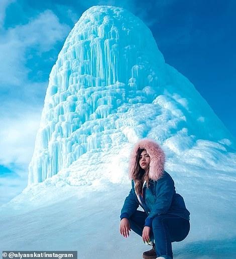Hiện tượng Núi lửa băng kỳ lạ thu hút khách du lịch khắp nơi trên thế giới